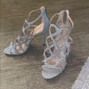 Beautiful silver heels size 9